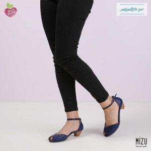 דגם הדס: נעלי בובה בצבע כחול