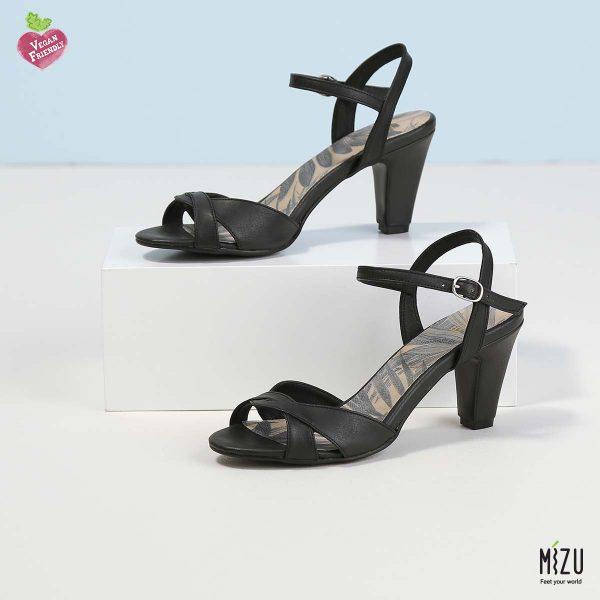 דגם אייבי: סנדלים בצבע שחור