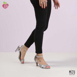 בלעדי לאתר - דגם ריאהנה: נעליים בצבע כסף