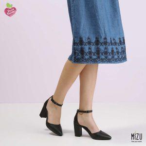 דגם חימנה: נעליים בצבע שחור