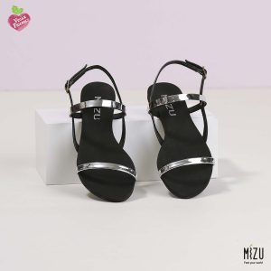 דגם שונטל: סנדלים בצבע שחור