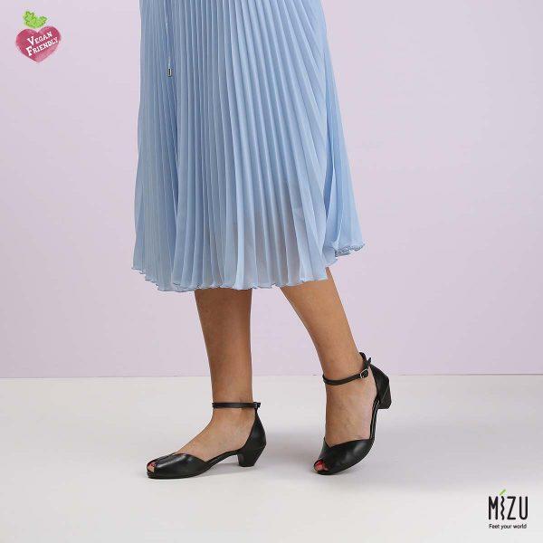 דגם הדס: נעלי בובה בצבע שחור