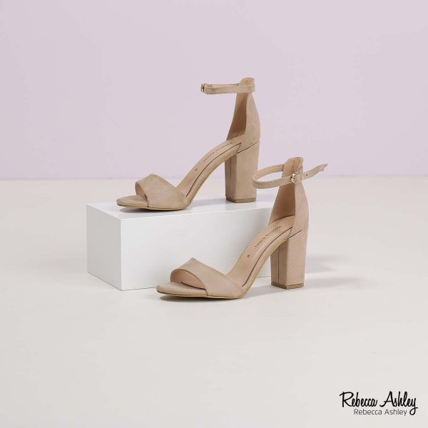 דגם אתיקה: נעליים בצבע בז' זמש