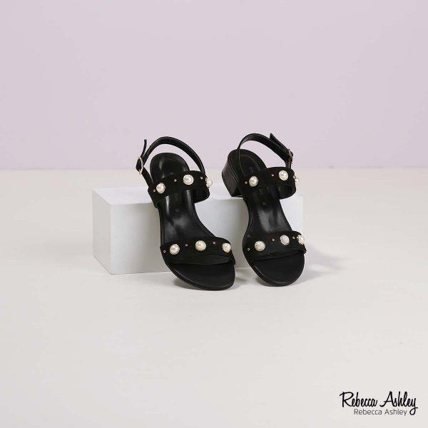 דגם בריאנה: סנדלים בצבע שחור זמש
