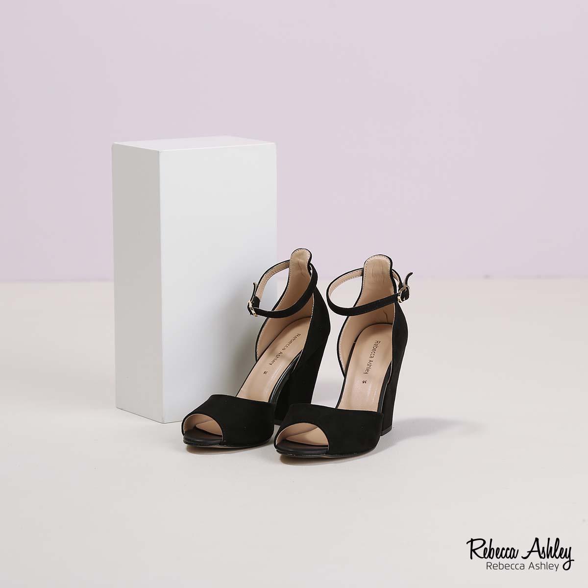 דגם נובה: נעליים בצבע שחור זמש