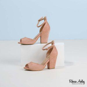 דגם נובה: נעליים בצבע פודרה זמש