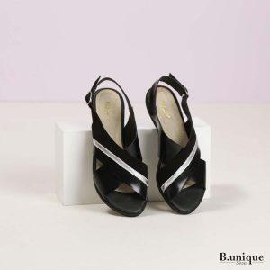 דגם טלי: סנדלים בצבע שחור