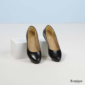 דגם אפי: נעלי בובה בצבע שחור