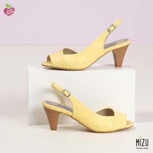 דגם איה: סנדלי עקב בצבע צהוב