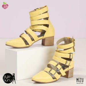 דגם רביד: סנדלים בצבע צהוב