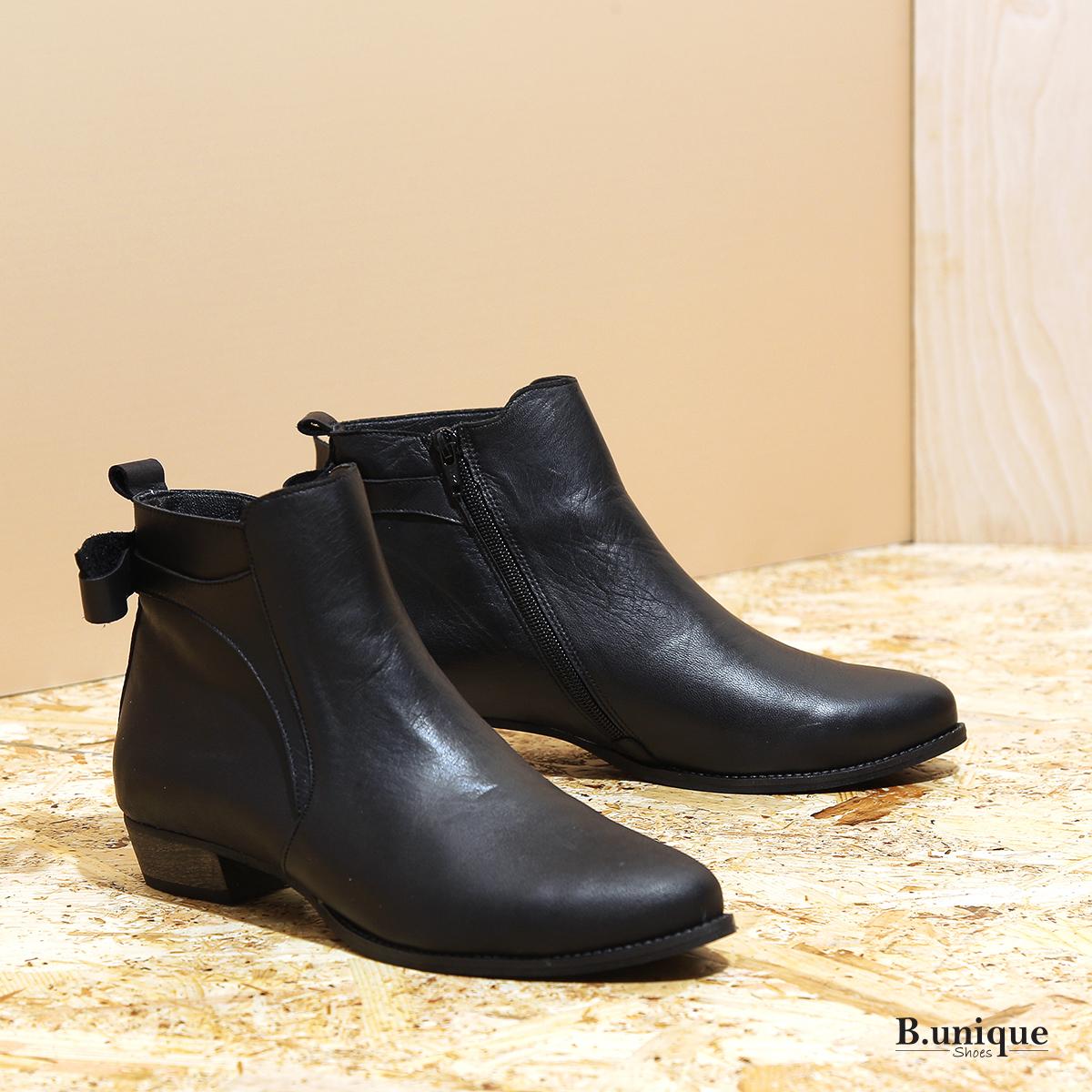 דגם ניס: מגפונים לנשים בצבע שחור - B.unique