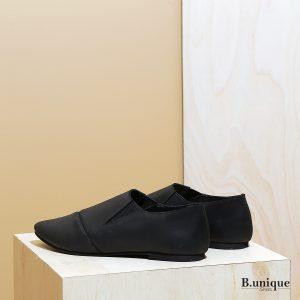 דגם פיראוס:  נעליים שטוחות לנשים בצבע שחור - B.unique