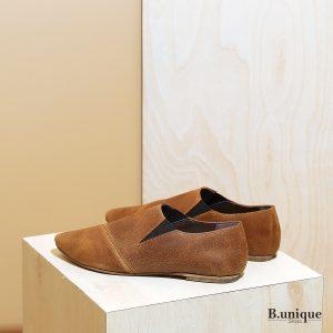 דגם פיראוס:  נעליים שטוחות לנשים בצבע קאמל - B.unique