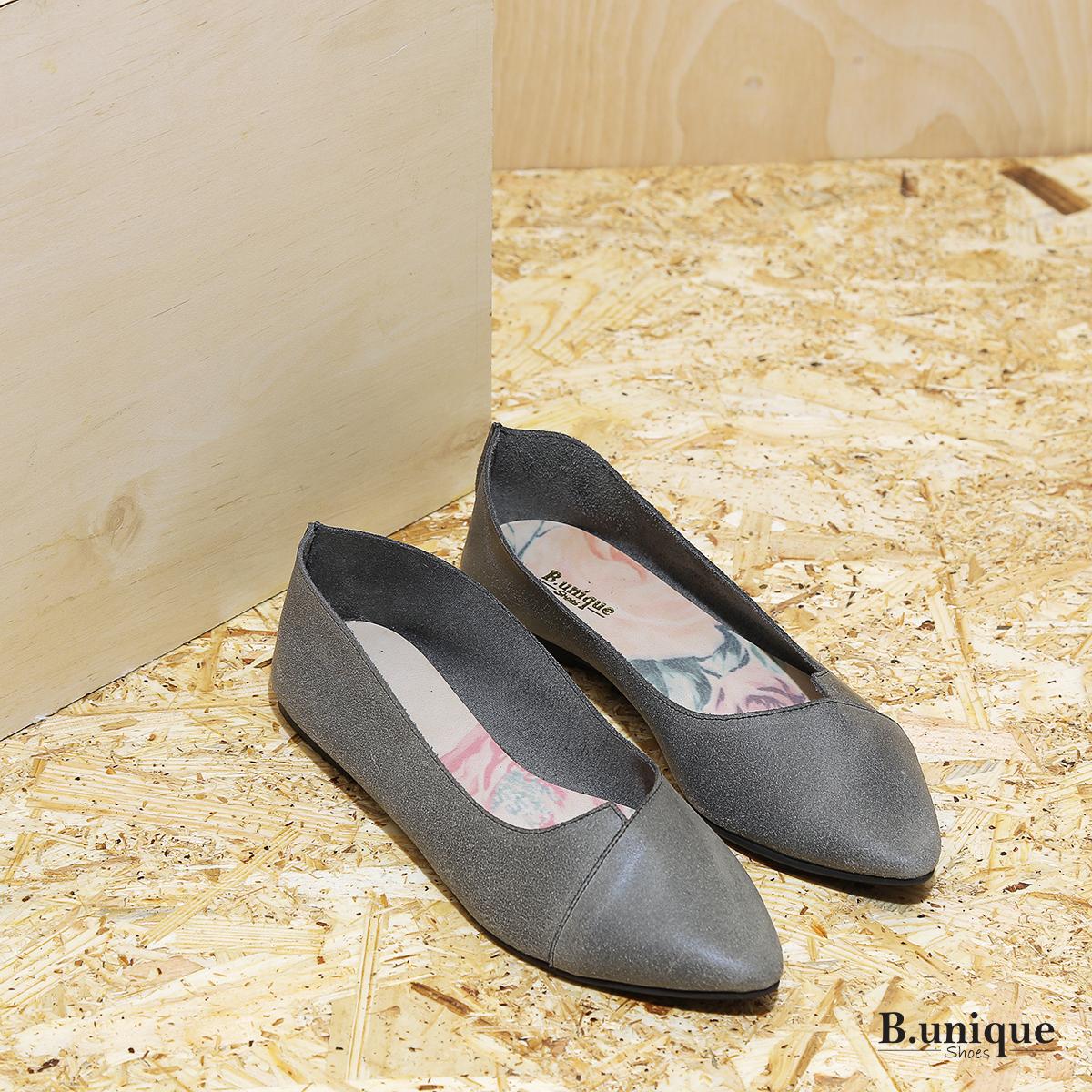 דגם לינדוס: נעלי בובה עם מפתח איקס בצבע אפור