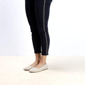 דגם לינדוס: נעלי בובה עם מפתח איקס בצבע טאופ - B.unique