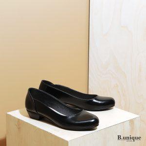 דגם: בוקרשט נעלי בובה לנשים בצבע שחור - B.unique
