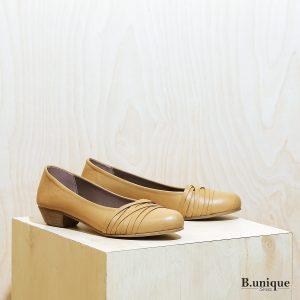 דגם הונגריה: נעלי בובה לנשים בצבע קאמל - B.unique