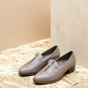 דגם ביל: נעלי אוקספורד לנשים בצבע טאופ – B.unique