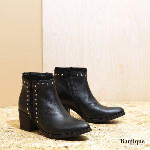 דגם דקוטה: מגפוני זמש לנשים בצבע שחור – B.unique