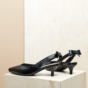 דגם פאפוס: נעלי עקב פיקולו וקשירת פפיון בצבע שחור - B.unique