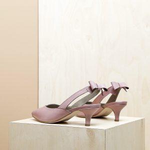 דגם פאפוס: נעלי עקב פיקולו וקשירת פפיון בצבע ורוד - B.unique