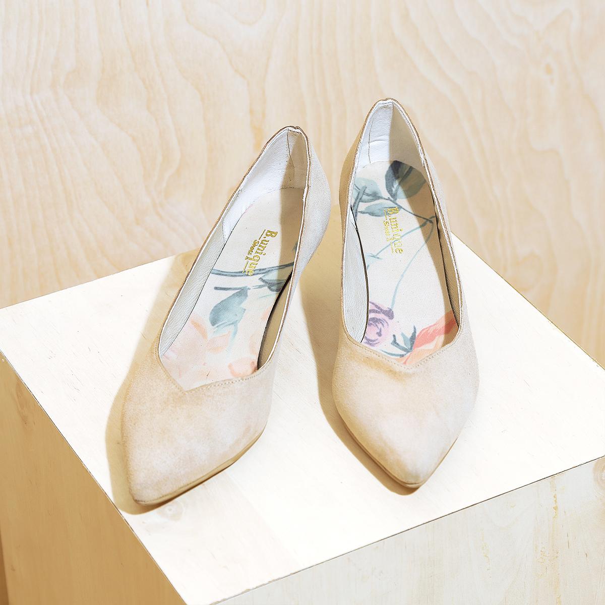 דגם ג'רזי: נעלי עקב בצבע חול