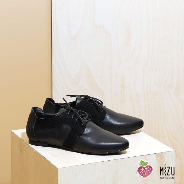 בלעדי לאתר - דגם אנדורה: נעלי אוקספורד טבעוניות בצבע שחור - MIZU