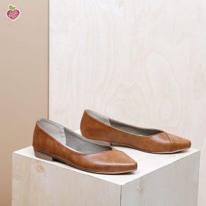דגם טקסס: נעלי סירה טבעוניות בצבע קאמל – MIZU