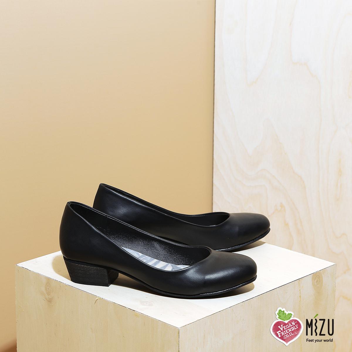 דגם ממפיס: נעלי סירה טבעוניות בצבע שחור