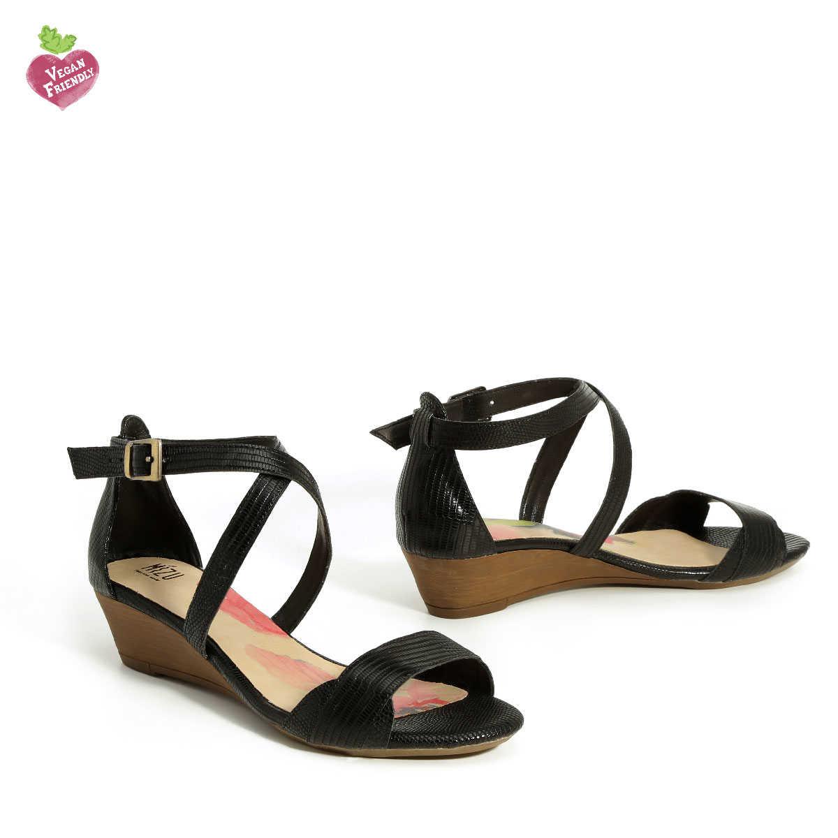 דגם איריס: נעלי עקב טבעוניות בצבע שחור