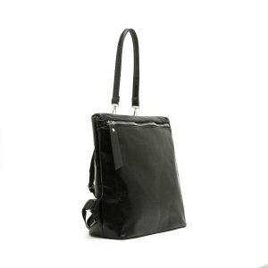 דגם ברצלונה: תיק גב לנשים בצבע שחור