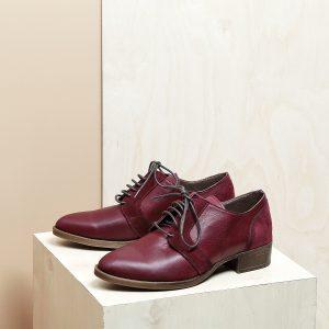 בלעדי לאתר - דגם בלגיה: נעלי אוקספורד לנשים בצבע בורדו - B.unique