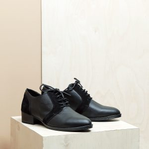 בלעדי לאתר - דגם בלגיה: נעלי אוקספורד לנשים בצבע שחור - B.unique