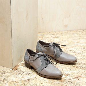 בלעדי לאתר - דגם בלגיה: נעלי אוקספורד לנשים בצבע טאופ - B.unique