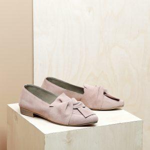 דגם מיקונוס: נעלי זמש בצבע פודרה - B.unique