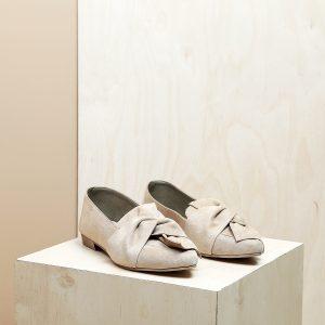 דגם מיקונוס: נעלי זמש בצבע חול - B.unique
