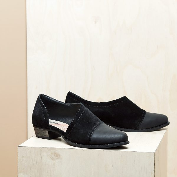 דגם וורסאי: נעל עקב אסימטרי בצבע שחור - B.unique