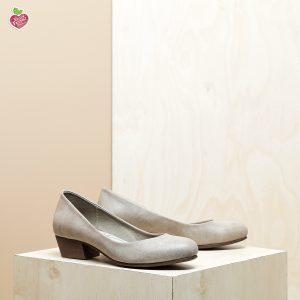דגם ממפיס: נעלי סירה טבעוניות בצבע טאופ - MIZU