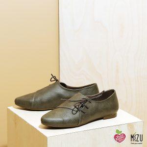 דגם מיסיסיפי: נעליים טבעוניות שטוחות בצבע ירוק זית - MIZU