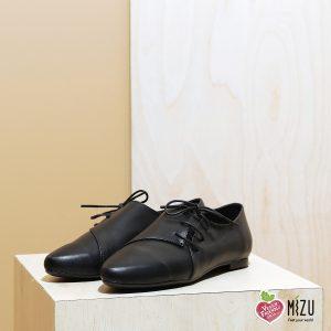 דגם מיסיסיפי: נעליים טבעוניות שטוחות בצבע שחור - MIZU