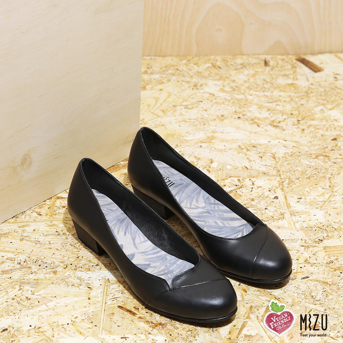 דגם מנצ'סטר: נעלי סירה טבעוניות בצבע שחור