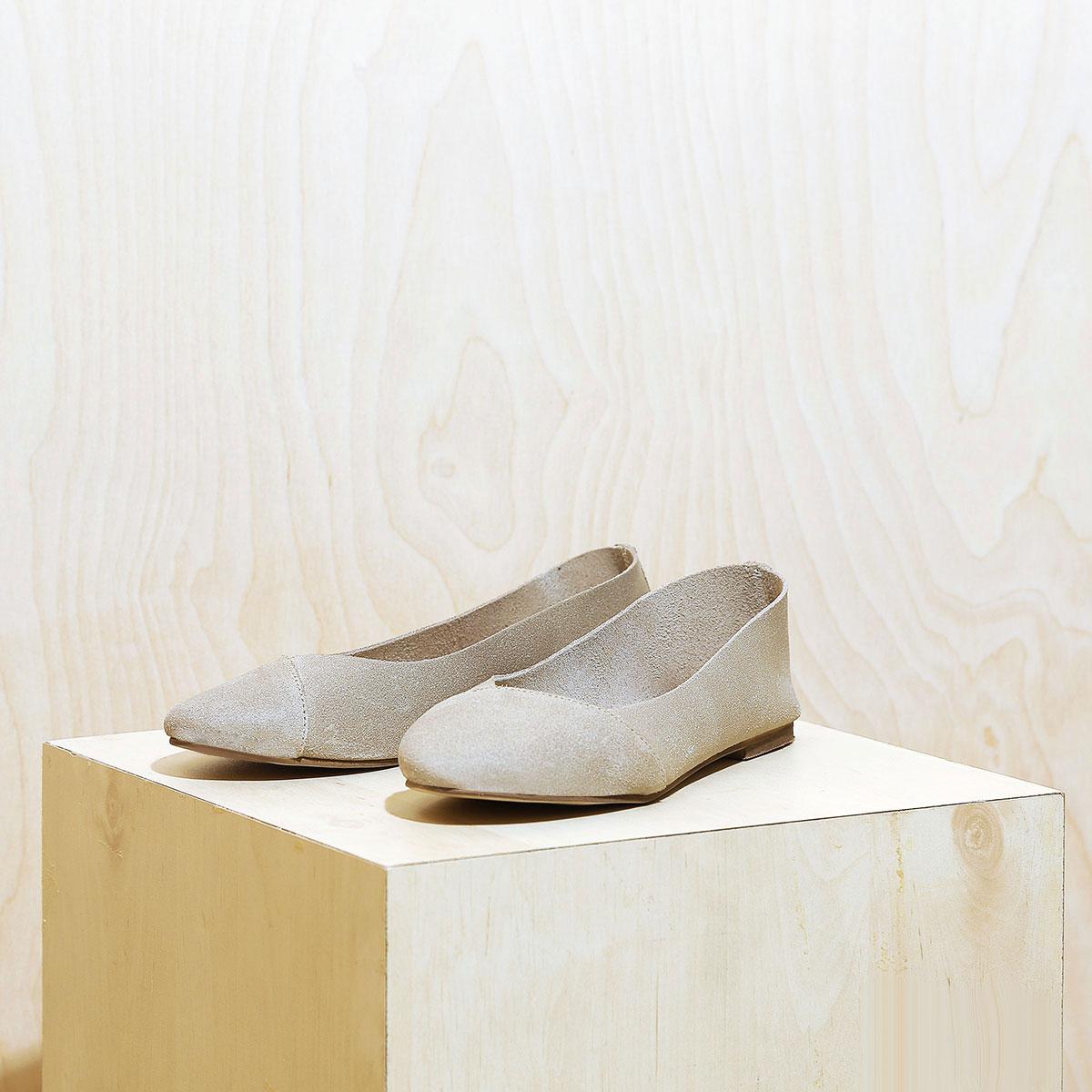 דגם לימסול: נעלי סירה לנשים בצבע טאופ