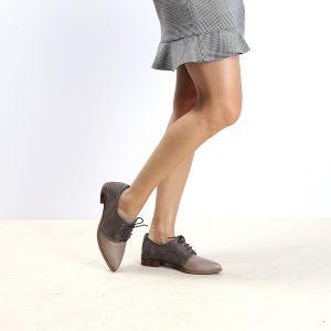דגם טמפה: נעלי אוקספורד לנשים בצבע טאופ - B.unique