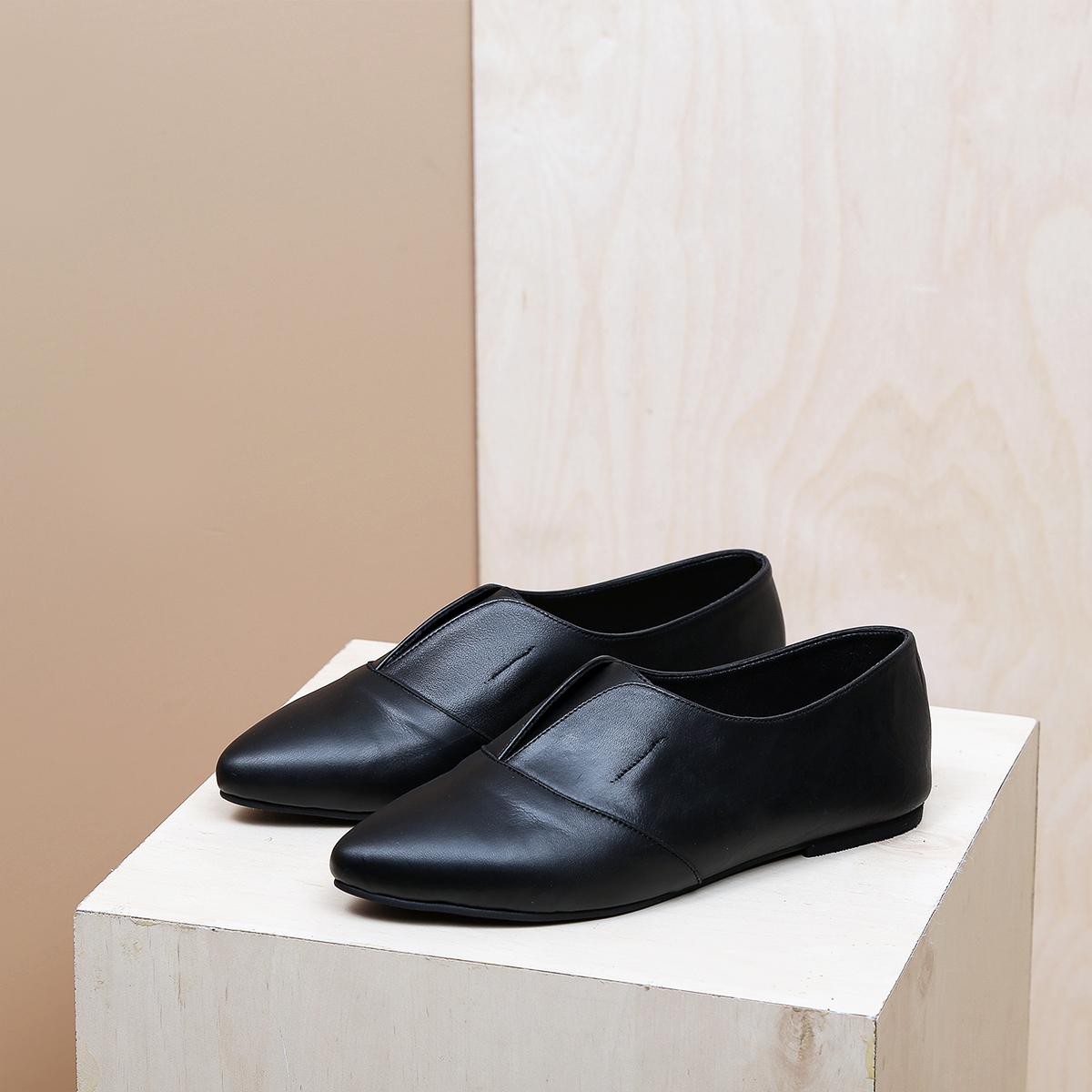 דגם דבלין: נעלי נשים בצבע שחור
