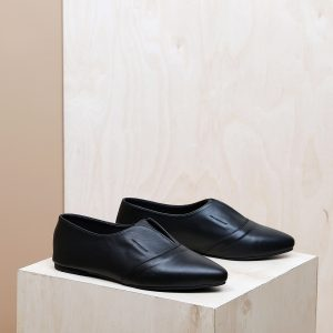 דגם דבלין: נעלי נשים בצבע שחור - B.unique