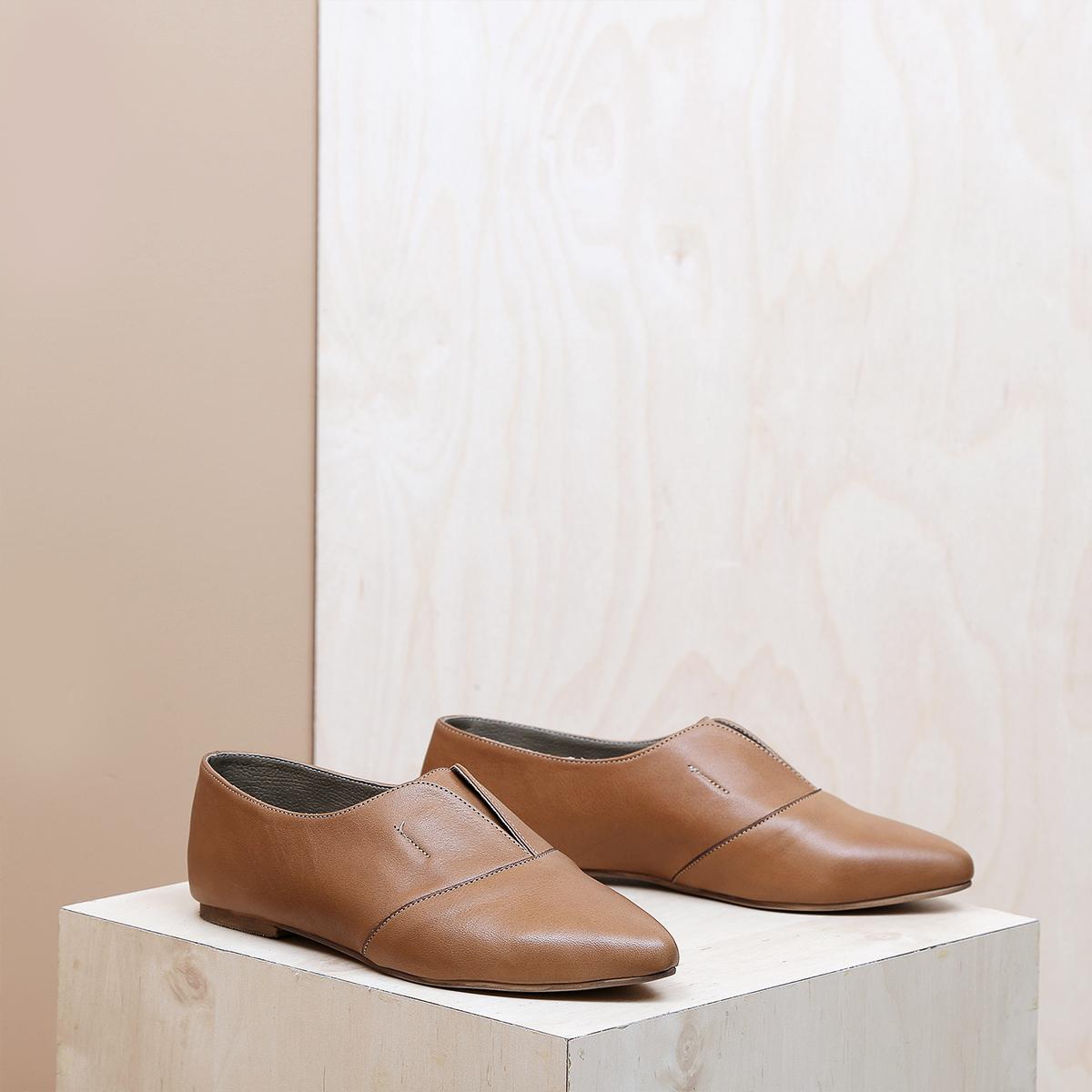 דגם דבלין: נעלי נשים בצבע קאמל