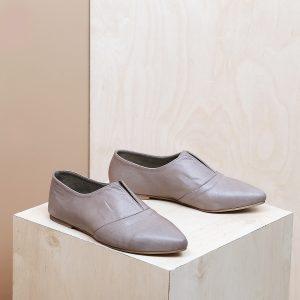 דגם דבלין: נעלי נשים בצבע טאופ - B.unique