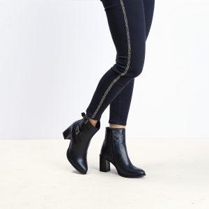 דגם ווגאס: מגפונים לנשים בצבע שחור – B.unique