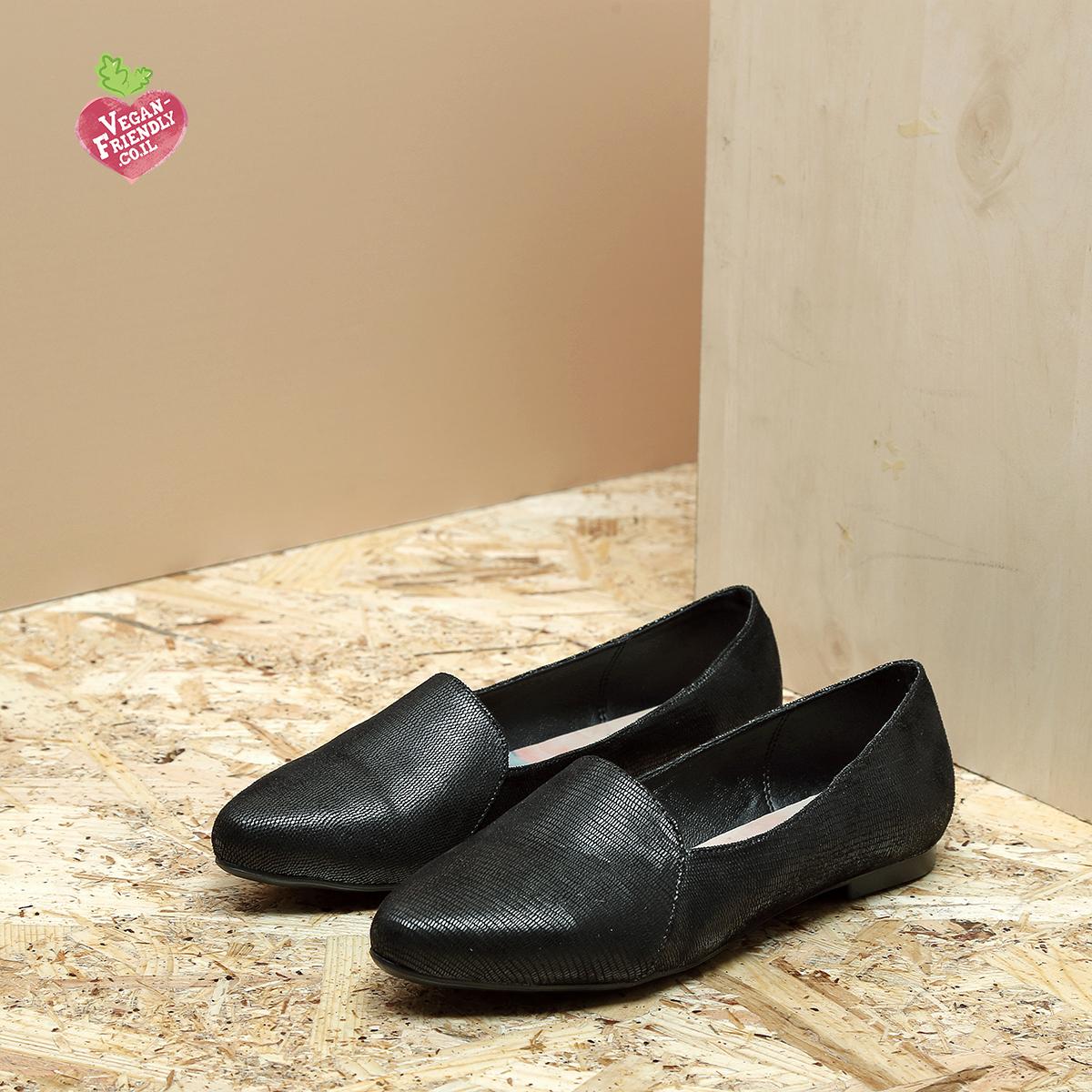 דגם מונטנגרו: נעלי סירה טבעוניות שטוחות בצבע שחור