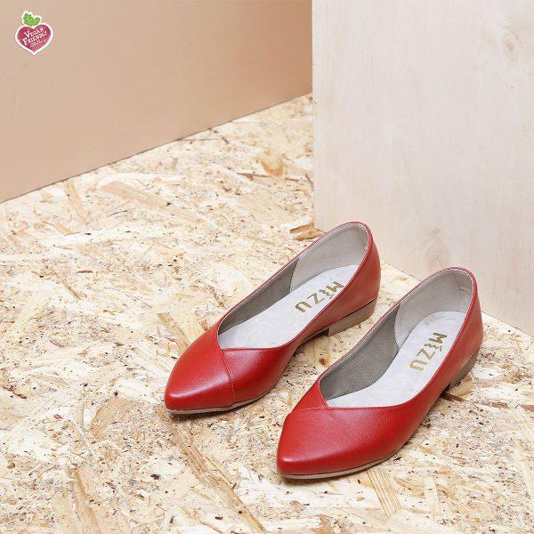 דגם טקסס: נעלי סירה טבעוניות בצבע אדום – MIZU